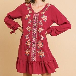 🌸NWT!Floral Embroidered Dress
